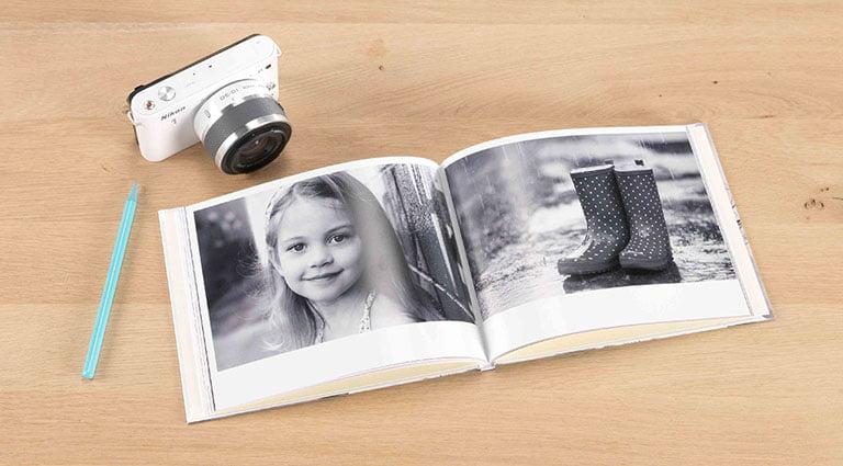 livre photo en noir et blanc au format A5
