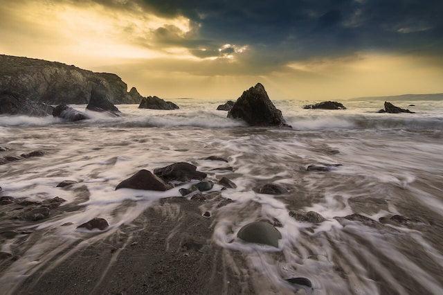 photo de la mer au coucher du soleil